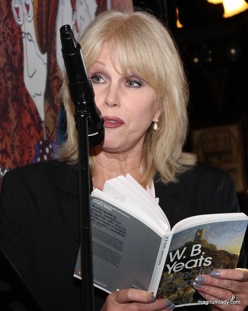 Joanna reading in Hargadons