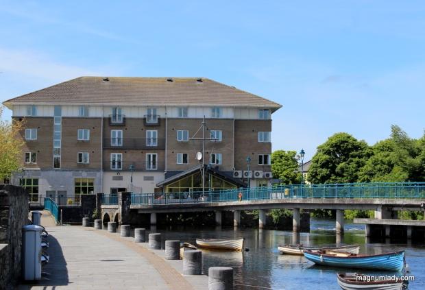 Riverside Hotel