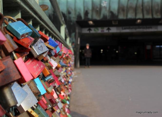 Love locks at Landesbrücken